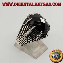 Anello in argento con onice sfaccettata ovale incastonata dagli artigli