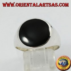 Smooth silver ring with round onyx