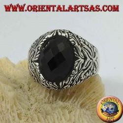 خاتم من الفضة مع أونيكس بيضاوي الشكل وزخارف نباتية بارزة