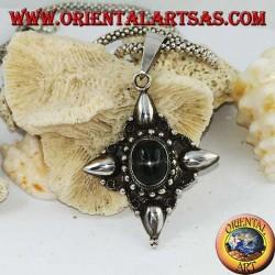 Silberanhänger mit ovalem schwarzen Stern (Diopside) und Verzierungen mit Kardinalpunkten