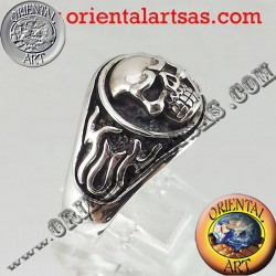 Skull ring in silver flames