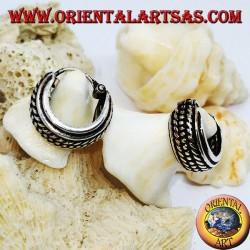 Orecchini in argento a cerchio largo cesellato palline tra treccia da 12 mm.