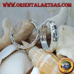 24 mm breite Ohrringe aus Diamant und satiniertem Silber.