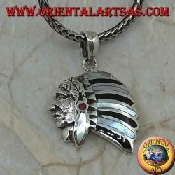 Ciondolo in argento, profilo di un indiano nativo con copricapo in madreperla