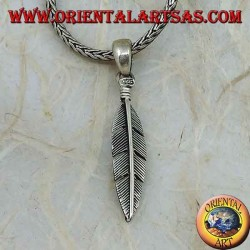 Ciondolo in argento piuma dritta, simbolo di purificazione (media)