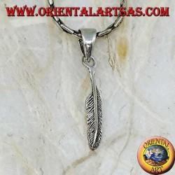 Простой серебряный кулон в форме пера (символ очищения)