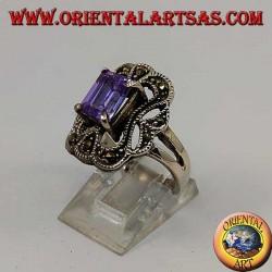 Anello in argento smussato con ametista rettangolare incastonata contornata da marcassite