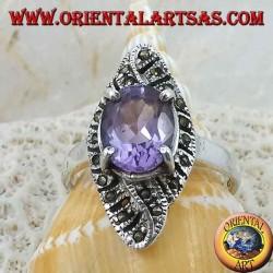 Anello in argento, intreccio romboidale con ametista ovale naturale e marcassite