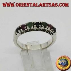 Anello in argento a fascia con una fila di rubini,smeraldi e zaffiri tondi incastonati e marcasite