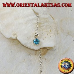Boucles d'oreilles chaîne en argent avec un zircon bleu clair serti 15 cm