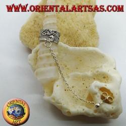 Orecchino Ear Cuff in argento con catenella, puntinato con tartarughe in rilievo