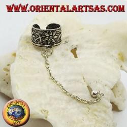Orecchino Ear Cuff in argento con catenella, margherite con stelo in altorilievo