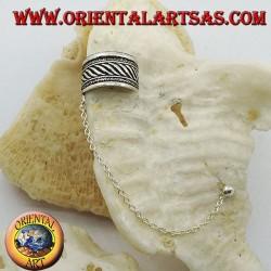 Orecchino Ear Cuff in argento con catenella, fascia con rigature in altorilievo