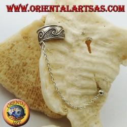 Orecchino Ear Cuff in argento con catenella, disegni ad ondina in altorilievo