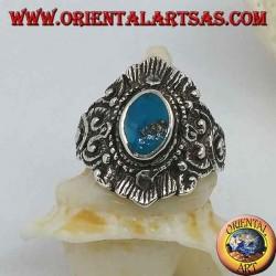 Silberring mit ovalem Türkis und Dekorationen im nepalesischen Stil