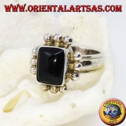 خاتم من الفضة مع أونيكس مستطيل وصف من ثلاث كرات على كل جانب