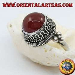 Silver ring with raised round carnelian and stripes and continuous serpentine on the sides (20)