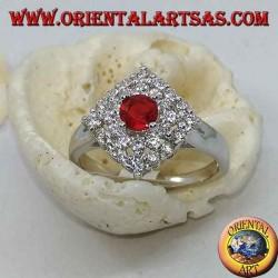 Anello in argento con rubino tondo sintetico incastonato contornato da ziroconi a rombo