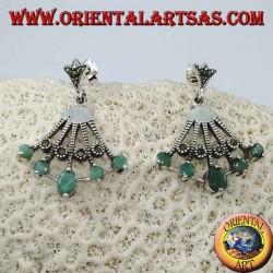Веерообразные серебряные серьги с 5 натуральными овальными изумрудами на концах чередуются с марказитом