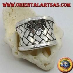 Konkaver breitbandiger Silberring mit geflochtener Gitterdekoration, Karen