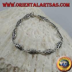 Мягкий серебряный браслет с ажурными листьями