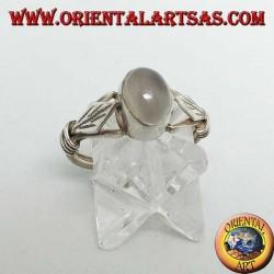 Серебряное кольцо с овальным лунным камнем и ромбовидным листом с дисками по бокам