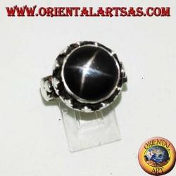 Bague en argent avec étoile noire en relief entourée de trèfles à disque