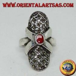 Silberring mit ovalem Karneol-Kreuz und ovaler perforierter Leinwand mit Markasiten