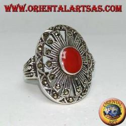 Anello in argento con corniola ovale su montatura a raggi tempestati di marcassiti