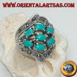 Anello in argento con sette turchesi ovali incastonati e marcassite