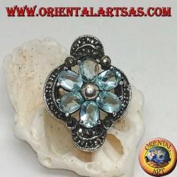 Anello in argento fiore di Betlemme con petali di topazio blu incastonati incoronato da argento e marcasite