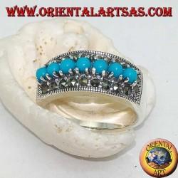 Anello in argento a fascia con una fila di turchesi a palline incastonate contornata da marcasite
