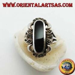 Anello in argento con onice ovale allungata e decorazione con marcassiti sui 4 punti cardinali