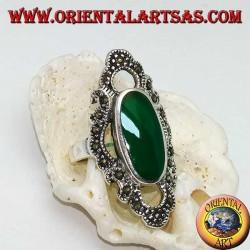 Anello in argento con agata verde ovale allungata contornata da una linea ondulata di marcassite