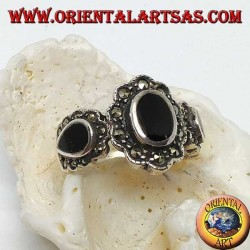Silver ring with central oval onyx and teardrop on the sides surrounded by marcasite