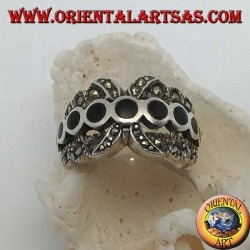 X-band silver ring with a row of round onyx discs between marcasite