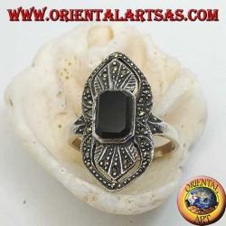 Эллиптическое серебряное кольцо со скошенным прямоугольным ониксом, усеянным марказитом