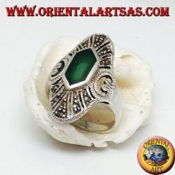 Anello in argento ellittico con agata verde esagonale e marcassite e cuore traforato sui lati