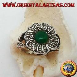 Anello in argento a fiore con agata verde tonda contornata da marcasite
