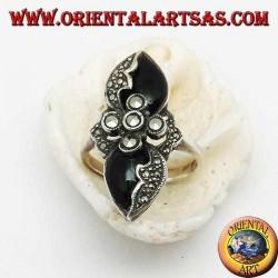 Anello in argento croce di marcasite tra due gocce a specchio di onice e marcasite