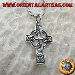 Ciondolo in argento, croce celtica con decorazioni celtiche in bassorilievo