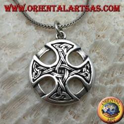 Pendentif en argent, croix celtique sur le disque avec des nœuds Tyrone sur les pointes reliées entre elles