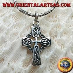 Ciondolo in argento, croce celtica con decorazioni e nodo di Tyrone in bassorilievo