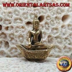 """Scultura Buddha """"Bhumisparsha Mudra - Sottomettendo il demone Mara"""" sulla barca in ottone (piccola)"""