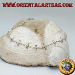 Bracelet de cheville en argent avec trèfles à quatre feuilles stylisés et cloche