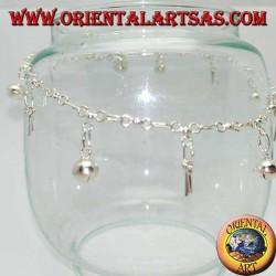 Серебряный браслет с чередующимися подвесными ключами и колокольчиками