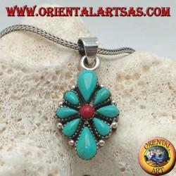 Ciondolo in argento, a scudo romboidale con turchesi nativi a goccia e un corallo tondo centrale