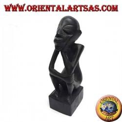 Skulptur eines sitzenden Denkers mit gebogenen Beinen aus Ebenholz