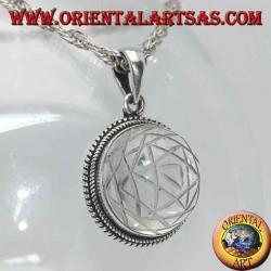 Ciondolo in argento con Sri Yantra inciso nel cristallo di rocca tondo e bordo a intrecci
