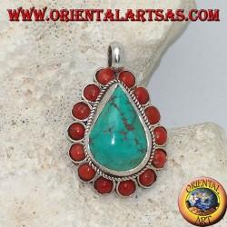 Tibetischer Silberanhänger mit natürlichem Teardrop-Türkis und 14 natürlichen Korallen Ø 4 mm.